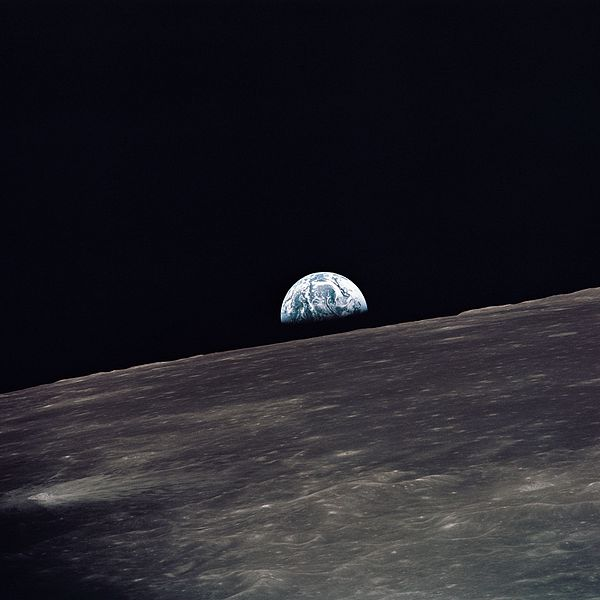 600px-Apollo_10_earthrise
